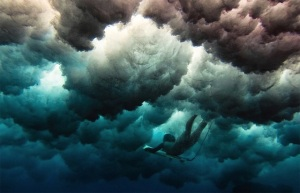 surfeuses-sous-eau-5