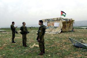 4374779_5_8cea_des-soldats-israeliens-montent-la-garde-devant_0c3e3fc962f4ca922553a720ba84c77f