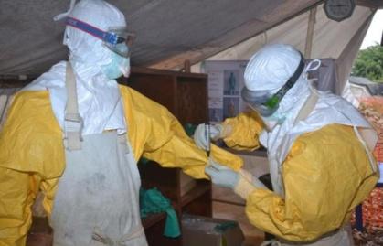 515x330_personnels-centre-donka-traitement-ebola-8-decembre-2014-a-conakry