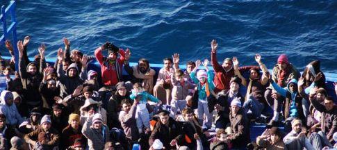 des-migrants-sauves-en-mer-arrivent-a-lampedusa-le-22-janvier-2014_4715565