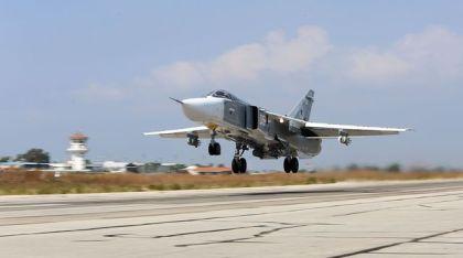 un-avion-russe-sukhoi-su-24-decolle-de-la-base-aerienne-de-hmeimim-dans-la-province-de-lattaquie-le-3-octobre-2015-en-syrie_5440521