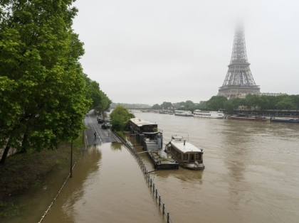 Paris: Seine river overflows docks