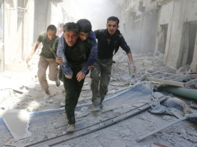 Syrians evacuate an injured man amid the rubble of destroyed buildings following a reported air strike on the rebel-held neighbourhood of Al-Qatarji, in the northern Syrian city of Aleppo, on April 29, 2016. Fresh bombardment shook Syria's second city Aleppo, severely damaging a local clinic as outrage grows over an earlier air strike that destroyed a hospital. The northern city has been battered by a week of air strikes, rocket fire, and shelling, leaving more than 200 civilians dead across the metropolis. The renewed violence has all but collapsed a fragile ceasefire deal that had brought an unprecedented lull in fighting since February 27. / AFP PHOTO / AMEER ALHALBI