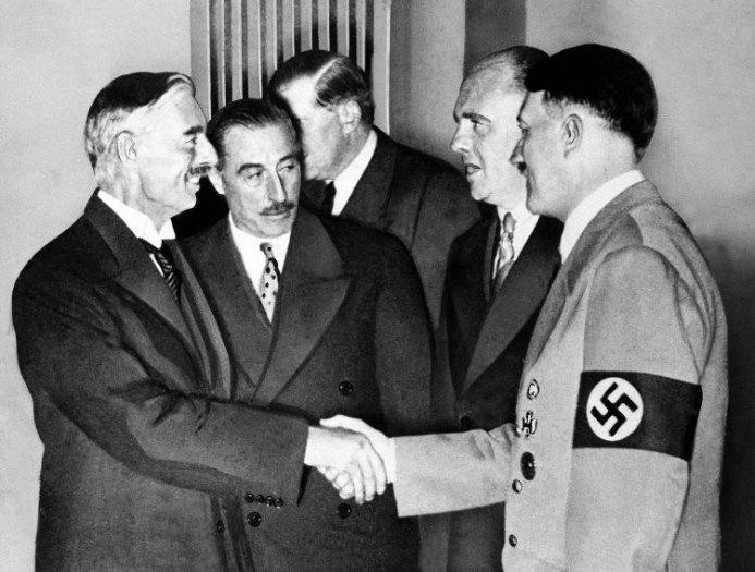 """Résultat de recherche d'images pour """"Chamberlain et Daladier Hitler"""""""